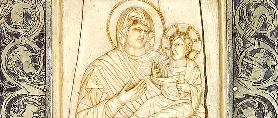Wohl in Bamberg nach 1007/1021 gefertigter Einband mit byzantinischem Elfenbeinrelief der Madonna Hodegetria (2. Hälfte 10. Jh.) in Silberrahmen mit eingravierten Rankenkletterern und Tieren | SBB, Msc.Lit.1