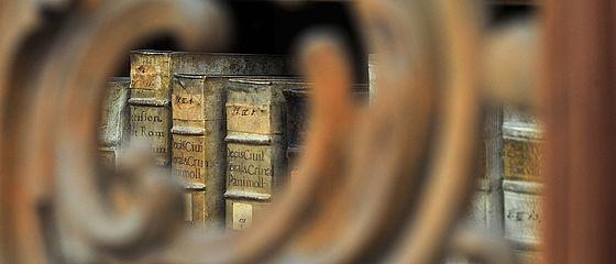 Durchblick auf Bestände im Repräsentationsraum des ehemaligen fürstbischöflichen Archivs | SBB