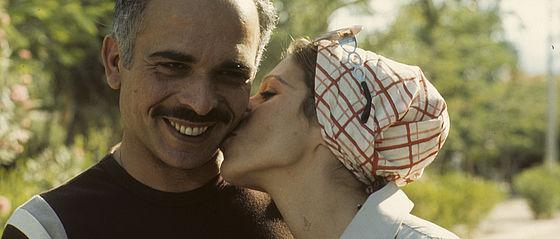 Der jordanische König Hussein und seine dritte Ehefrau Alija – ein privater Moment jenseits der islamischen Etikette | BSB, Bildarchiv Jay Ullal