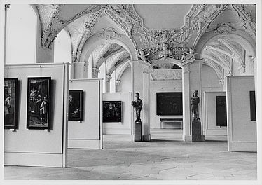 Before it became the State Library's reading room, this hall in the New Residence was used for exhibitions of the Bavarian State Painting Collections | SBB, V BuG