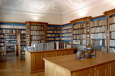 Today, the shelfs and chests from the Bamberg Dominican monastery can be found in the rooms formerly used by the Prince-Bishops' secular government | SBB