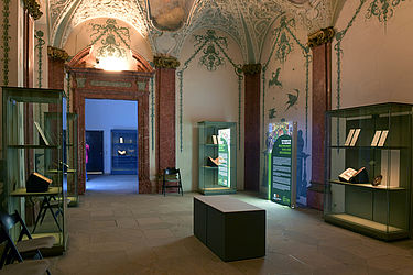 The so-called Sterngewölbe (star vault) as seen from the scagliola hall. Both rooms are used for exhibitions | SBB