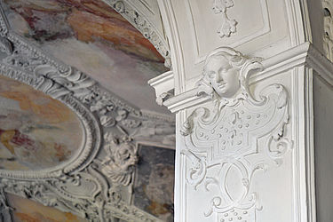 Stuccos adorning one of the reading room's arcades | SBB